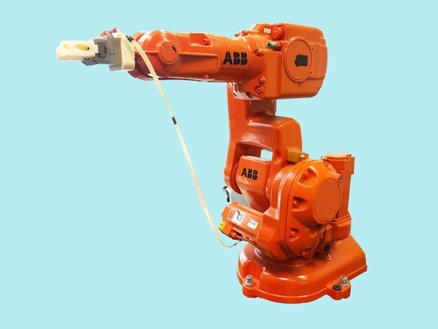 智能灯泡会被黑 工业机器人也好不到哪里去