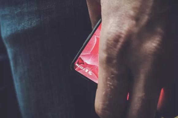 """购买""""全面屏""""手机之前 你需要考虑几个问题"""