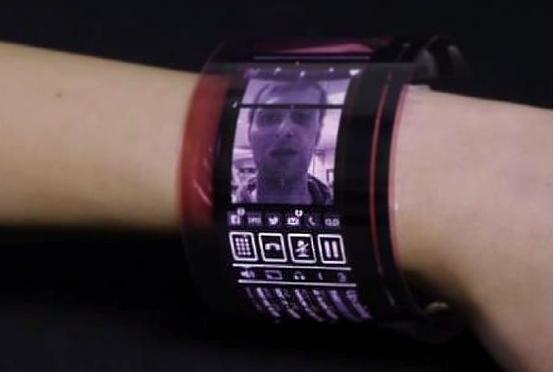 首款柔性AMOLED显示屏:塑料瓶也能播视频了