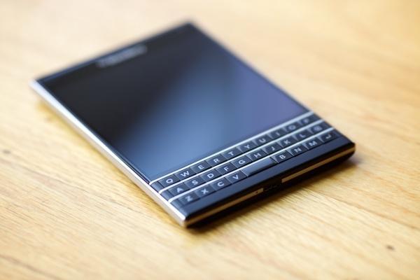 黑莓BlackBerry Passport正式发布 方形屏幕