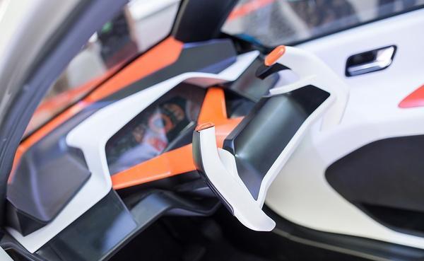 凌云发布智能两轮电动汽车 这个概念有点科幻