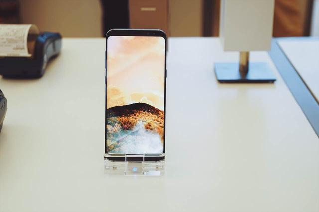 三星S8国行5688元起售提供电池更换服务