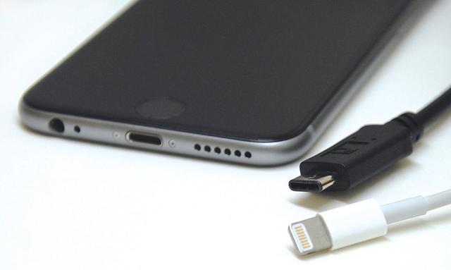 传下代iPhone改用USB-C接口 双曲屏版6月发布