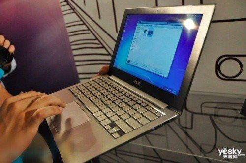 Computex2011 试玩首款Ultrabook华硕UX21