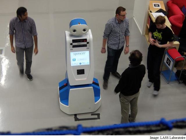 阿姆斯特丹机场使用机器人提供导航服务