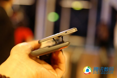 HTC在台发布2款新机Desire HD/Desire Z