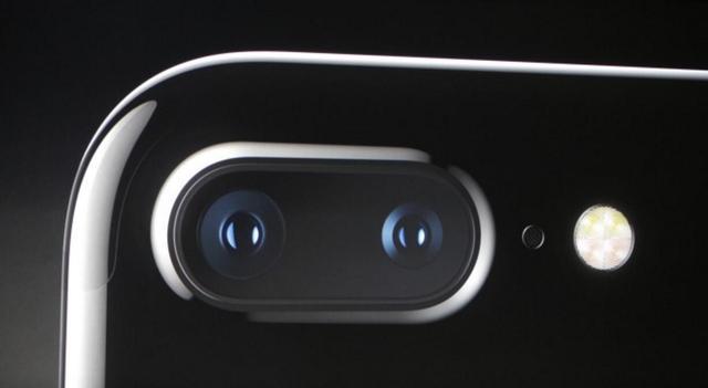 手机有这个镜头就厉害了 能滑出拍照性能超强