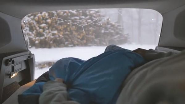 老司机必备车上双人床 哪哪儿都能舒服PaPa