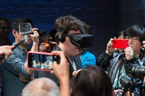 智能硬件@CES:VR/AR抢风头 人工智能崛起