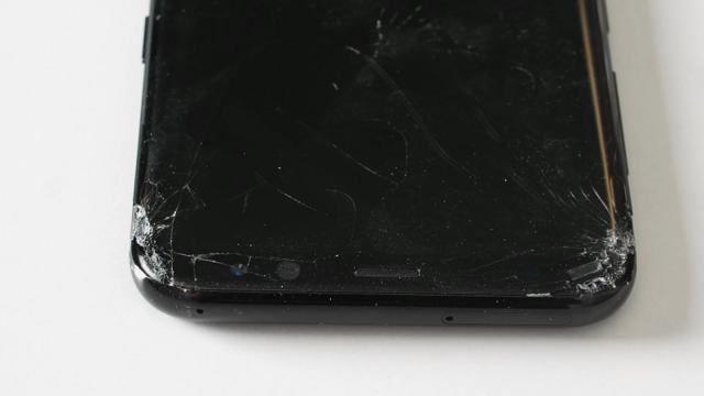 Galaxy S8坠落测试:机身四角十分不耐摔