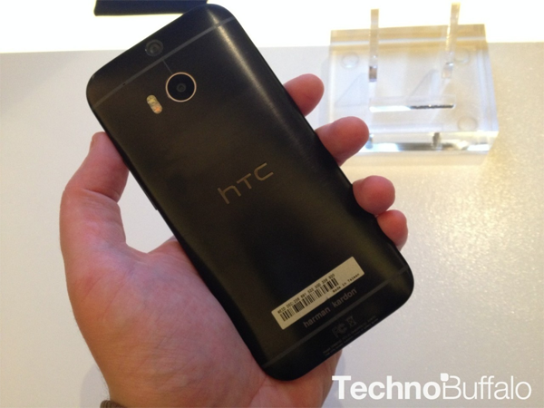 HTC M8哈曼卡顿版上手 黑色机身质感一流