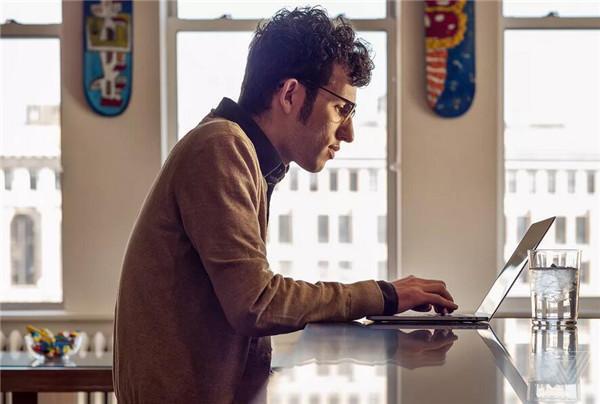新MacBook Pro外媒评测汇总 相信会改变软件操作方式