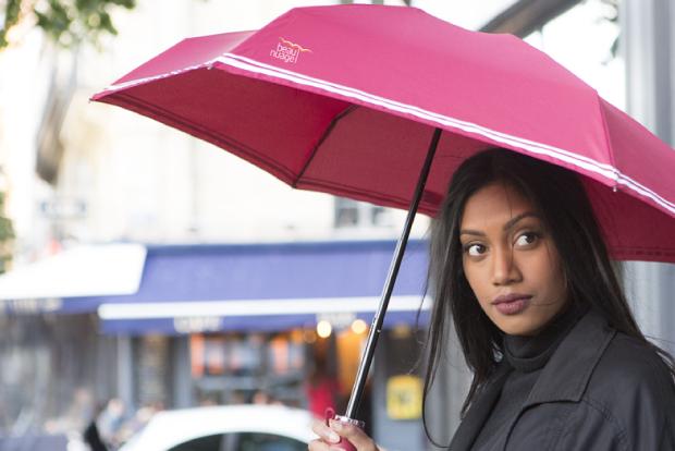 下雨不怕不怕啦!这只雨伞用完放进便携袋自己变干
