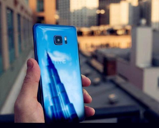 HTC U Ultra国行素颜照公布 大小双屏或卖4999