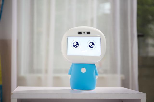 智小乐智能机器人发布 拥有主动学习能力