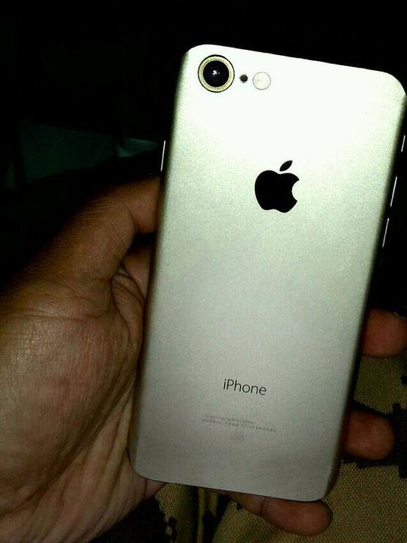 疑似iPhone 7谍照偷跑 背部天线条被干掉了