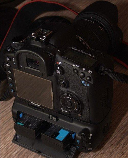 """相应的""""开始/停止按钮 """",并且短片拍摄时能够在手动模式下对曝光"""
