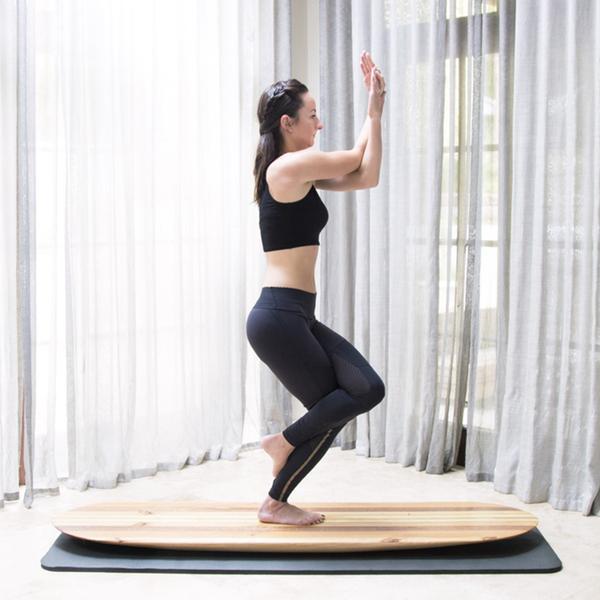 玩点新鲜的!这一块小木板就是练瑜伽的神器