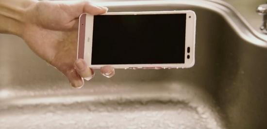 京瓷推出可以用肥皂清洗的手机
