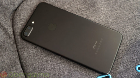 传iphone将用不同材质打造 不锈钢玻璃面板回归