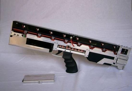 牛人自制全自动电磁脉冲步枪 2秒可连发15枪