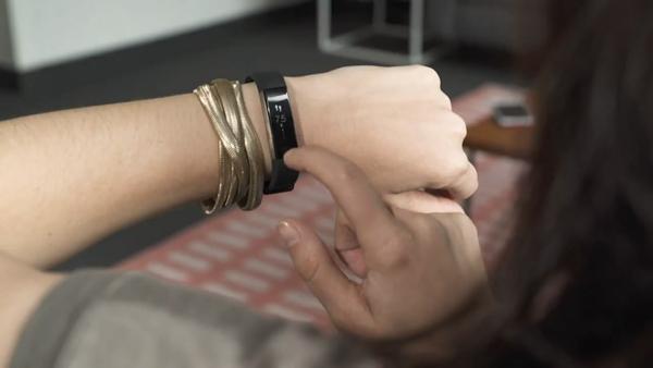 Fitbit Alta HR手环上手 比预期好但还不够新鲜
