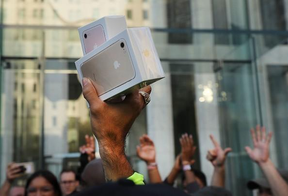 iPhone采用OLED是大势所趋?高价格或成绊脚石