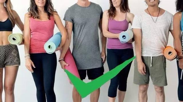 这张瑜伽垫自己会走路!信不信分分钟瘦10斤?