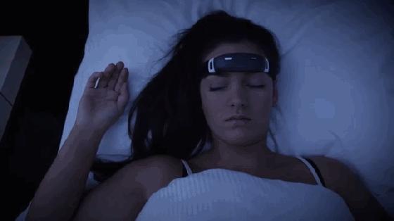 """这个头环不仅治疗失眠 还能营造""""盗梦空间"""""""