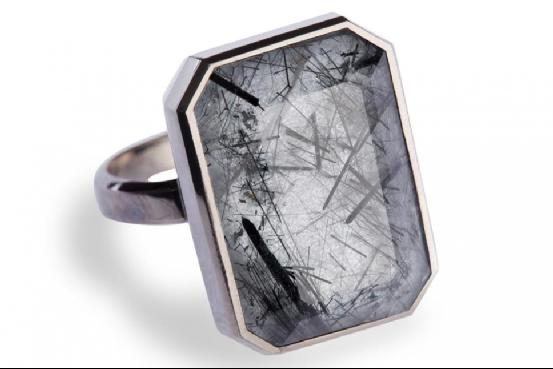 你看的出是智能戒指吗?Ringly设计前卫时尚