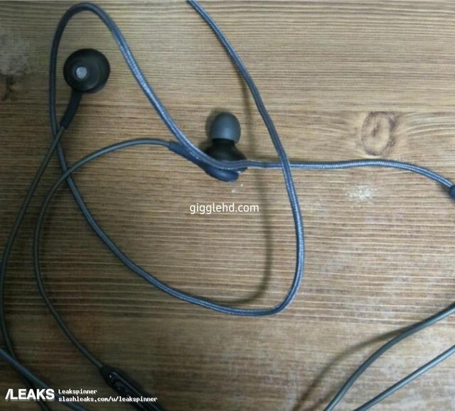 三星S8官方图抢先看 超大屏占比标配AKG耳机?