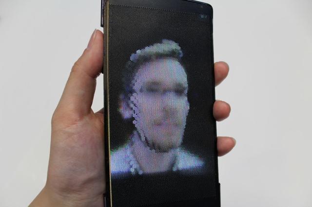 全球首款柔性全息手机将亮相 配置真烂啊