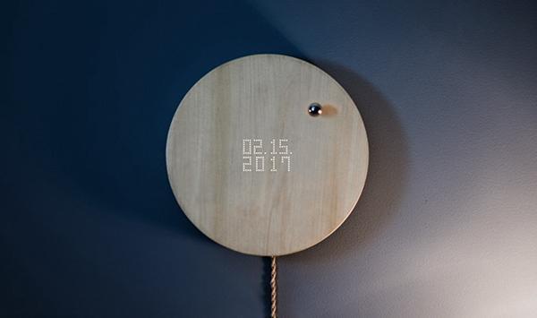 闹钟彻底被玩坏 木板和悬浮球来显示时间与四季
