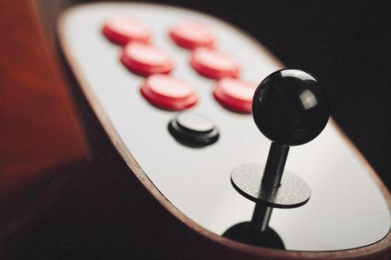 复古游戏玩家必备:8Bitdo桌面街机太帅了