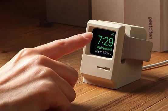 情怀满满 这个底座能让你的苹果表变身Macintosh