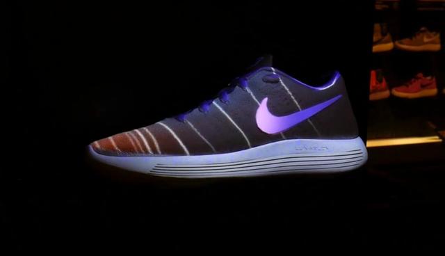 耐克在商店中安装AR设备 一双白鞋试遍所有配色