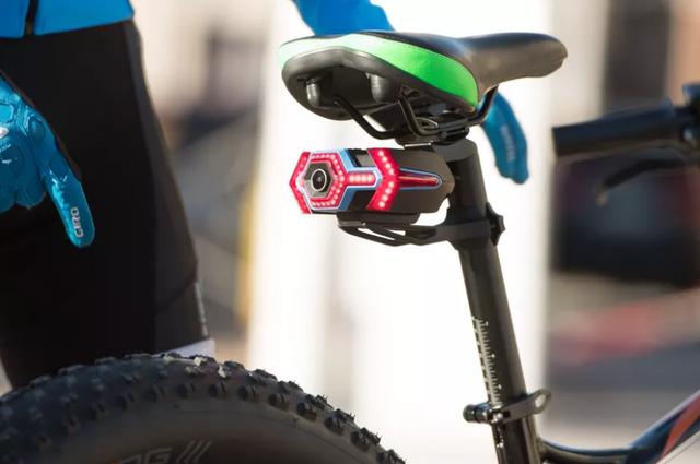 想给自行车装上后视镜? 这枚摄像头能帮到你