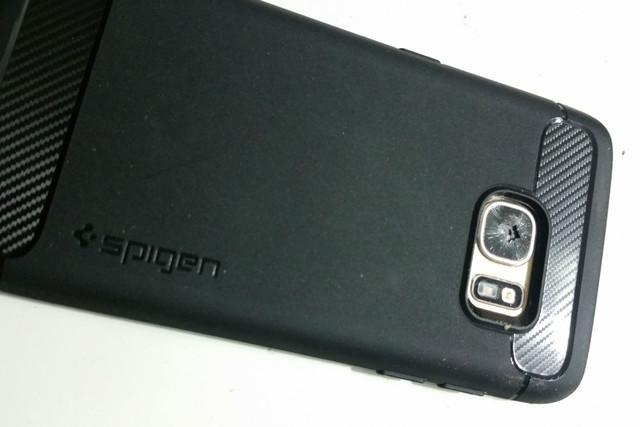 用户反映Galaxy S7镜头玻璃出现无故碎裂