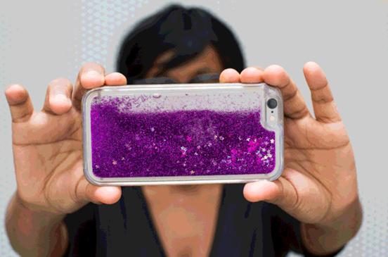 这款闪闪的手机壳女性一定喜欢 毕竟可以亮瞎眼