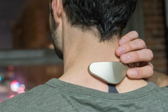这款小东西贴在后颈窝 居然能够改善睡眠质量