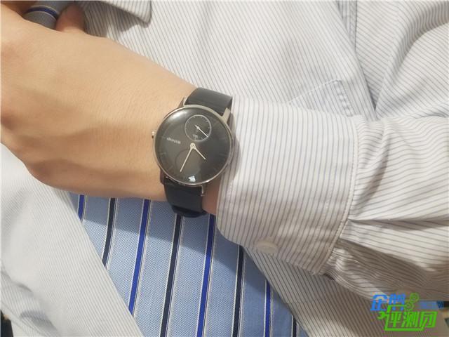 这是智能手表?我戴Withings Steel HR两周都没充电