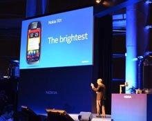 诺基亚700――最小的智能手机