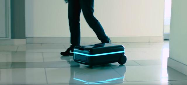 这个行李箱在哪都跟着你不会丢 还会躲障碍物