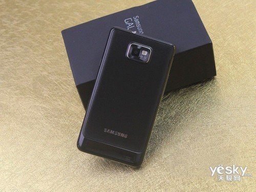 轻薄盖世兔 三星i9100欧版促销仅售2450