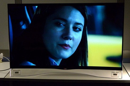 LG曲面OLED屏电视体验 画质出色价格贵坏点多