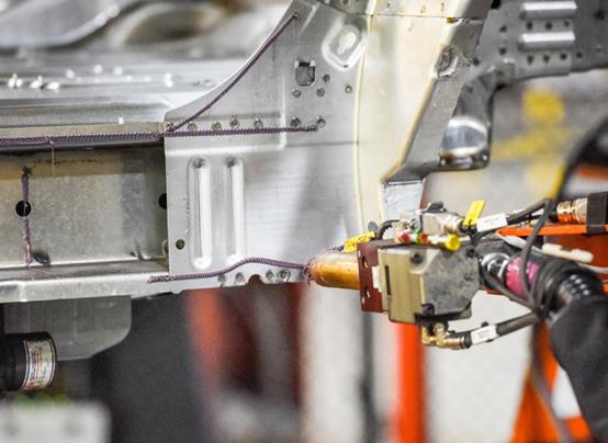 如何汽车更省油?粘合剂和电池成为新希望