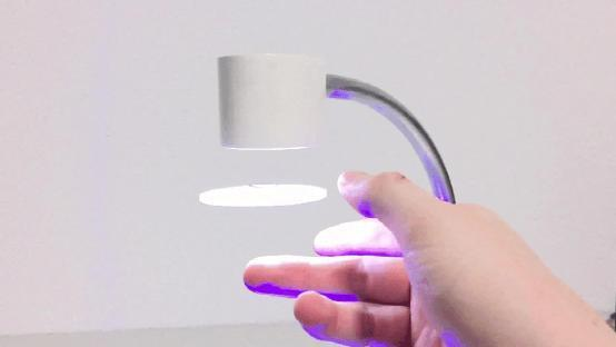 LUNALUXX悬浮台灯:像飞碟一样飘在空中