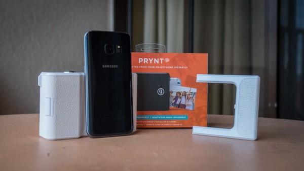 这个神奇保护套可以随时打印手机照片
