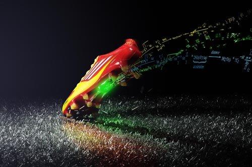 阿迪达斯发布有大脑的足球鞋 内置芯片