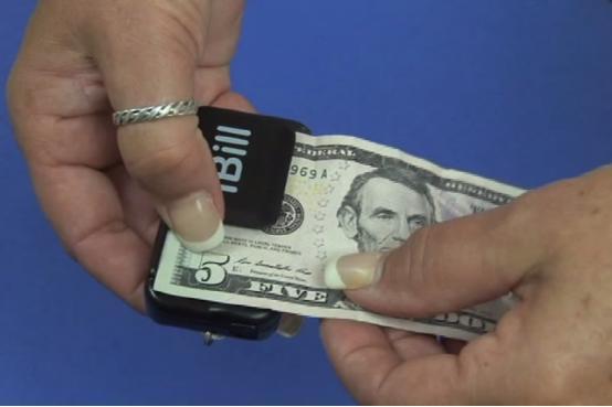iBill:为盲人准备的纸币阅读器 售价735元